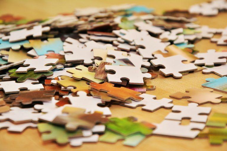 Una serie di puzzle, le creazioni da ricomporre in casa