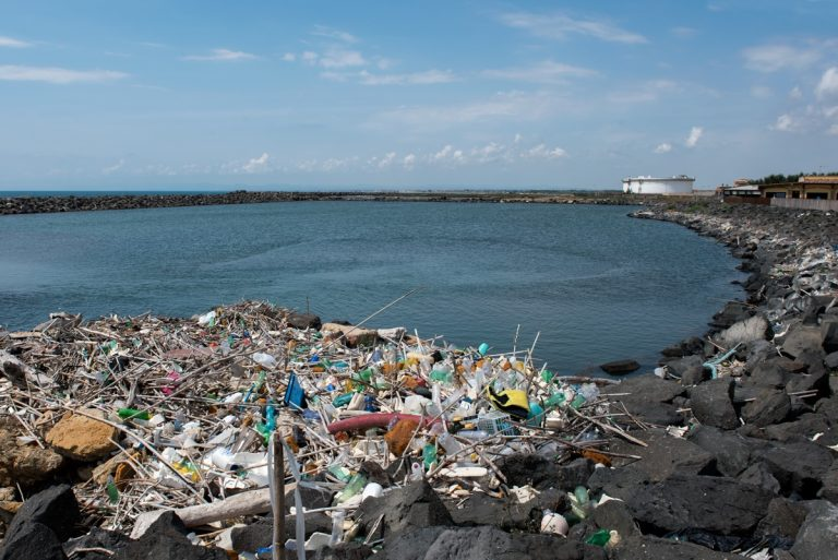 BEach CLEAN, 10 regole d'oro per combattere l'emergenza rifiuti in mare