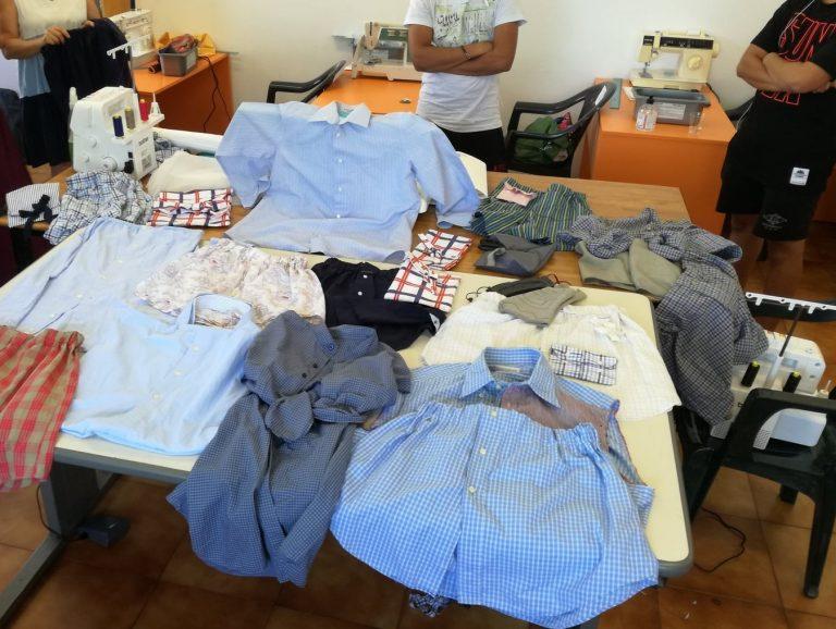 Ri-Lab di ecosartoria, nelle Marche il restyling dei vecchi indumenti è verde e inclusivo